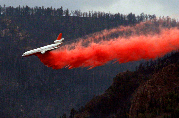 Tanker 911, a DC-10, drops on the Sheep Herder Hill Complex near Casper September 10, 2012. Photo by Alan Rogers, Casper Star-Tribune. Used with permission. (click to enlarge)