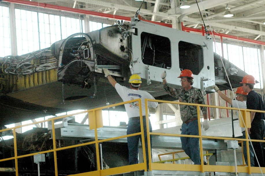 Removing C-130H wing box at Robins AFB