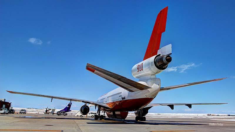 Tanker 910, a DC-10,