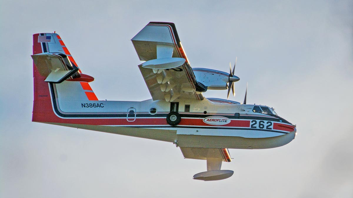 Photos of two water-scooping air tankers in Oklahoma