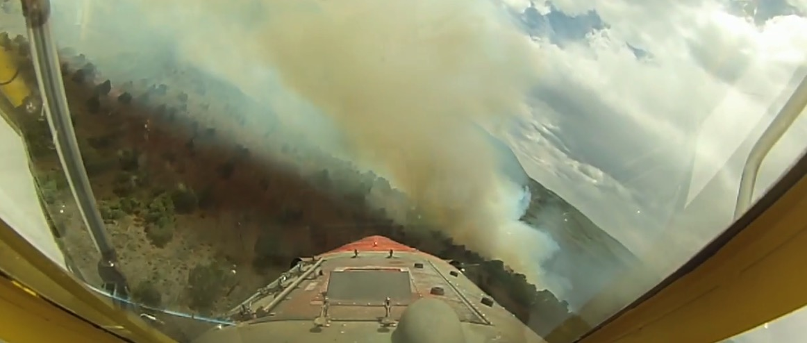air tanker video screenshot Horse Park Fire