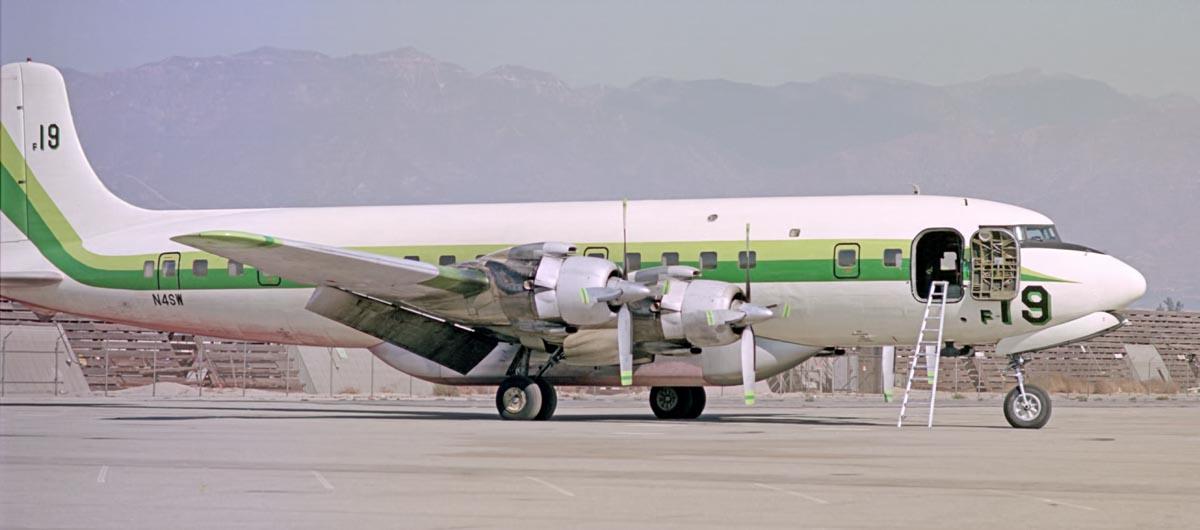 DC-7, N4SW air tanker