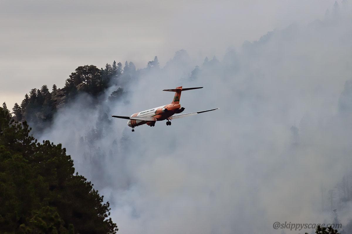 Tanker 101, an MD-87 (N291EA) Elephant Butte Fire