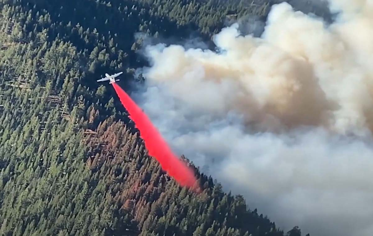 MAFFS cockpit video, Calfornia, August 22, 2020 fire