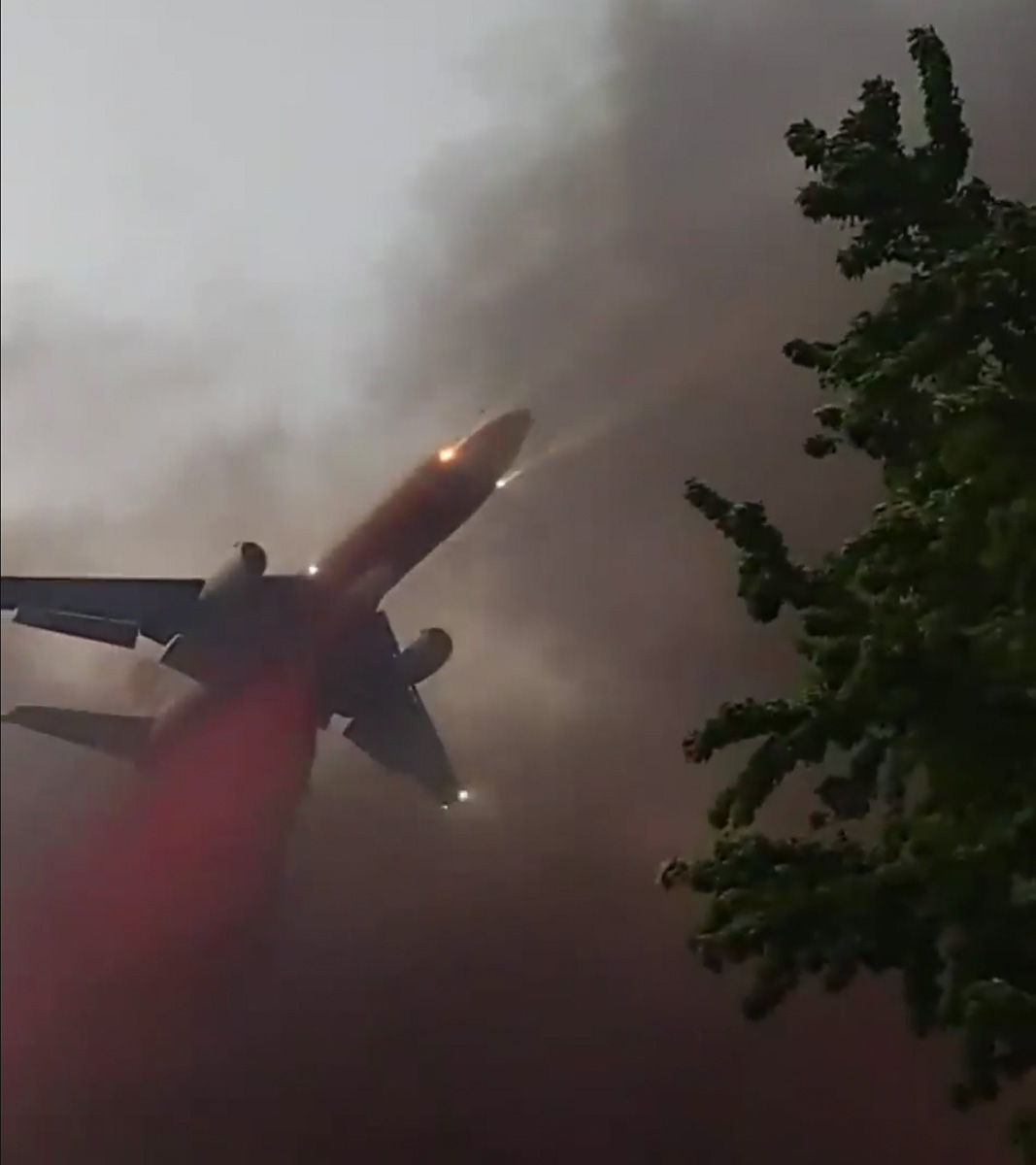 DC-10 dropping Almeda Fire Oregon September 8 2020