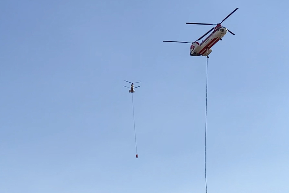 Chinooks reloading with retardant
